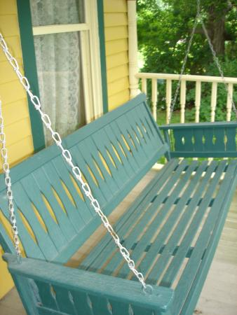 Shamrock Farms Bed and Breakfast: The swing on the hidden porch, just outside the formal parlor.