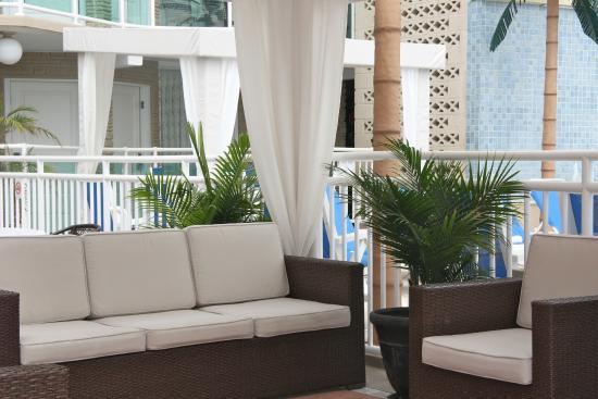 Park Lane Resort: court yard cabana