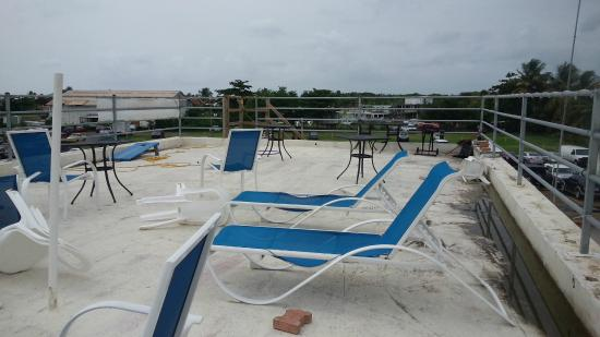 Moonlight Bay Hostel : rooftop area