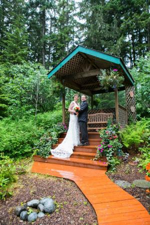 Pearson's Pond Luxury Inn and Adventure Spa: Garden