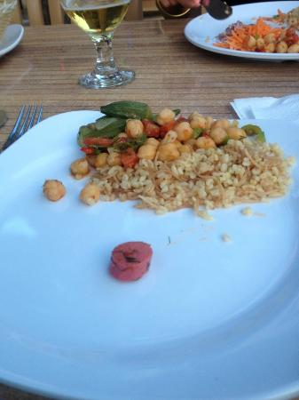 Angora Otel: Back of dinner queue - ummmmmm! :(