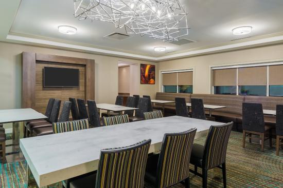 Residence Inn Charlotte Southpark Dining Area