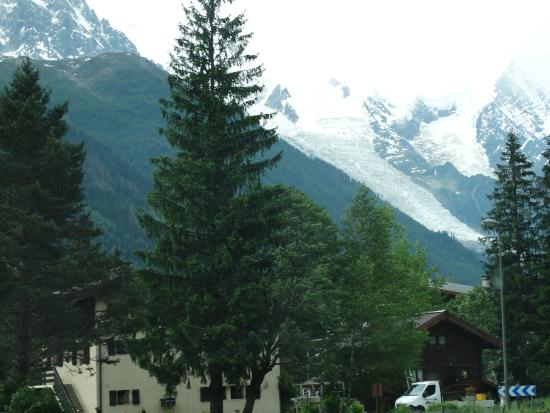 Chamonix Lodge: Vista dos jardins do hotel