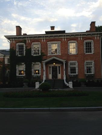 The Cooper Inn : Front of hotel