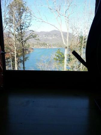 Lake Lure, Kuzey Carolina: Our breakfast view (complete with eggs benedict)