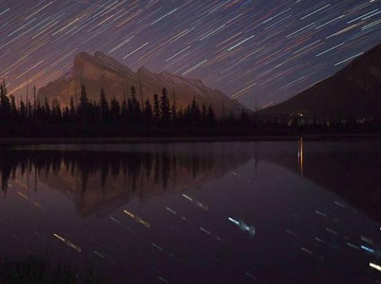 Explorer Canada Holidays: 星空観賞と夜景ツアーイメージ