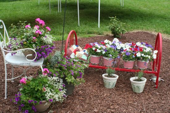 Thurman, IA: Flowers, flowers everywhere!