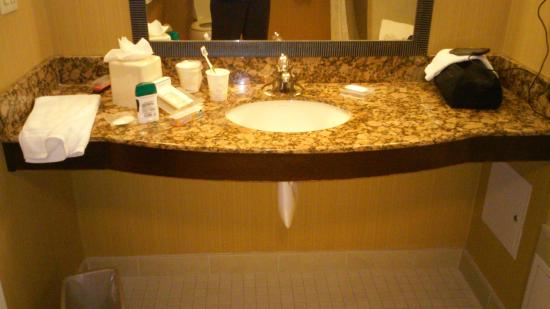Hilton Garden Inn Fontana : bathroom sink