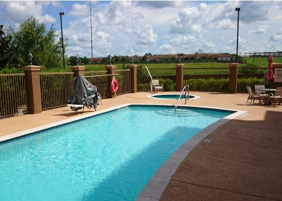 Hampton Inn & Suites Brenham: Swimming pool