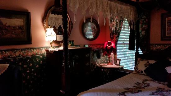 Emory Creek Victorian Bed and Breakfast: Truman Room