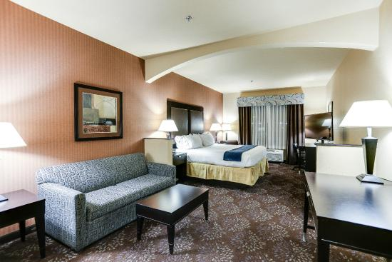 Holiday Inn Express Hotel & Suites Huntsville: King Suite