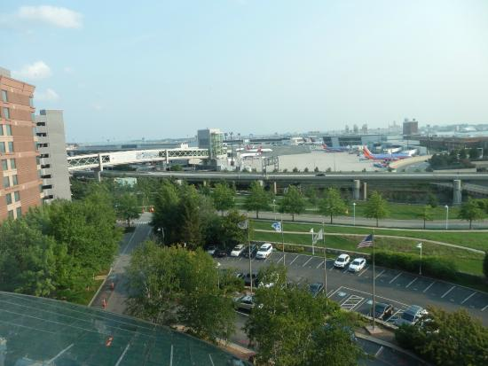 Hilton Boston Logan Airport: Overlooking Logan