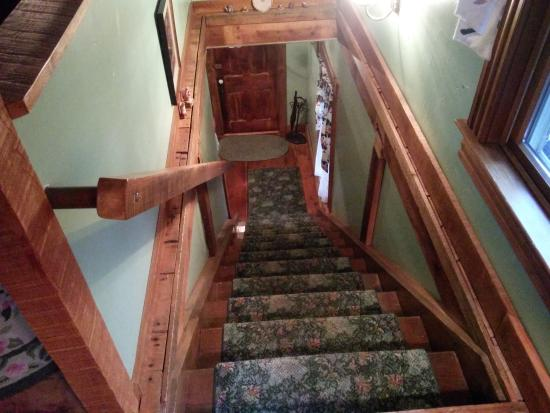 Highlawn Inn: entryway and stairs