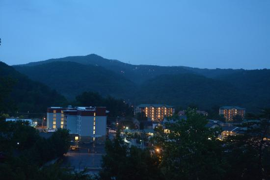 Laurel Inn Condominiums : Another evening view from the unit
