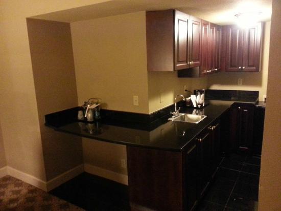 The Read House Historic Inn And Suites: Mini kitchen w/ mini fridge
