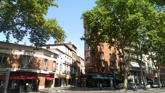 Hotel Victor Hugo Toulouse: Street View