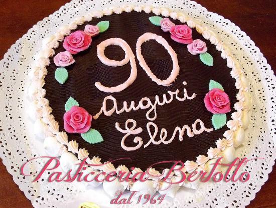 Torta Paradiso Con Crema Chantilly Ricoperta Con Ganache Al