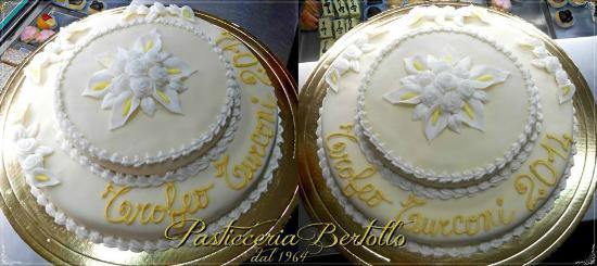 Torta a due piani ricoperta con pasta di mandorla - Decorazioni torte con glassa ...