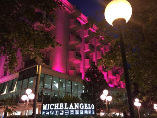 Hotel Michelangelo: Nella notte rosa