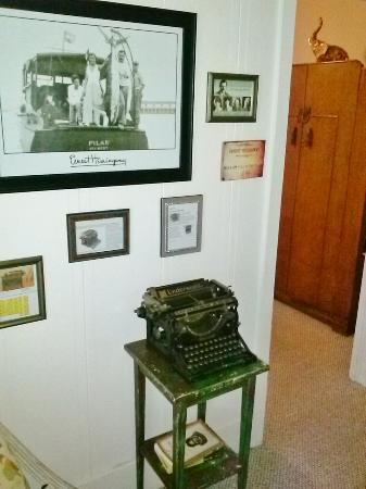 The Old Carrabelle Hotel: Same model typewriter Hemingway used on his last book