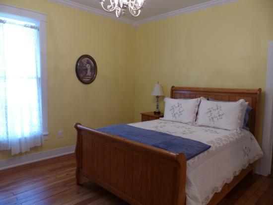 The Donoho Hotel: Donoho Hotel - bedroom