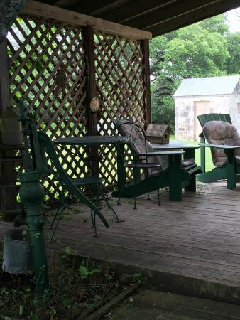Palo Alto Creek Farm: Porch for morning coffee