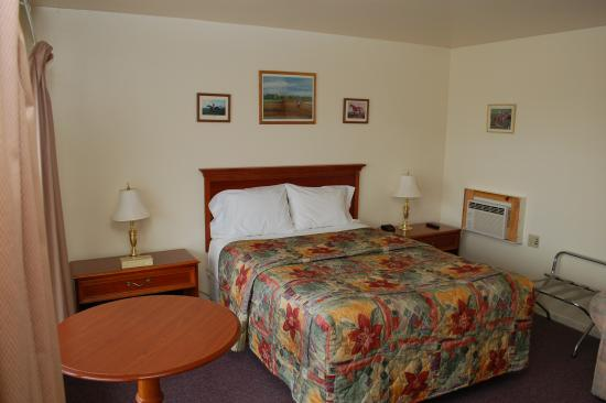 Fort Edward, NY: Deluxe 1 Queen- Room