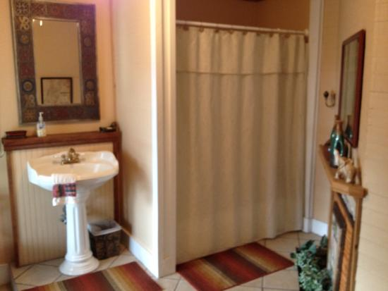 The Old Carrabelle Hotel: Hemingway bath, including fireplace!
