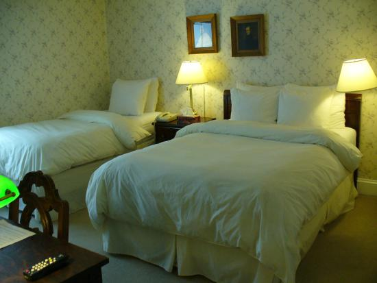 Albert House Inn: Double and single bed room on top floor