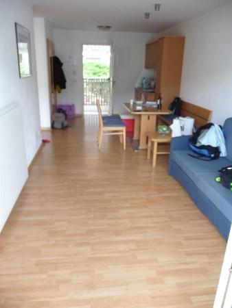 Gut Glanzhof Wellnesshotel U0026 Residence: Wohnzimmer, Essbereich, Küche