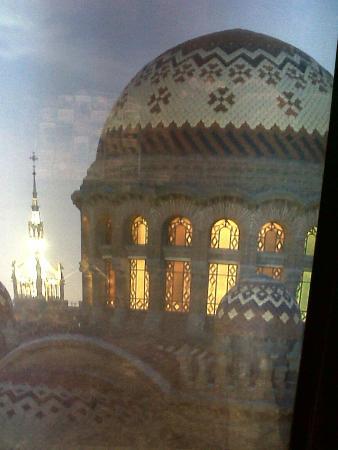 Amrey Sant Pau: vista de los azulejos de la cúpula del hospital St Pau desde la habitación