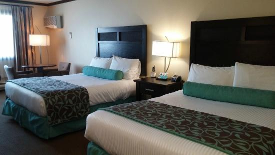 Prestige Rocky Mountain Resort and Convention Centre: Two Queen Beds