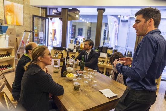 Paris, França: Pour découvrir la bière en toute convivialité
