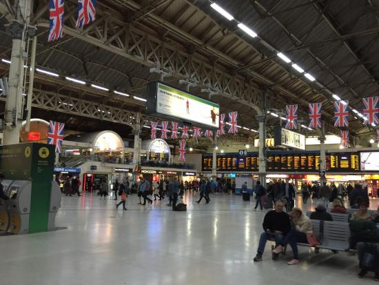 victoria station picture of doubletree by hilton hotel. Black Bedroom Furniture Sets. Home Design Ideas