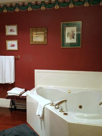Providence, UT: Love the relaxing Tub in the Victorian Room @ the Old Mill Church Bed & Breakfast.