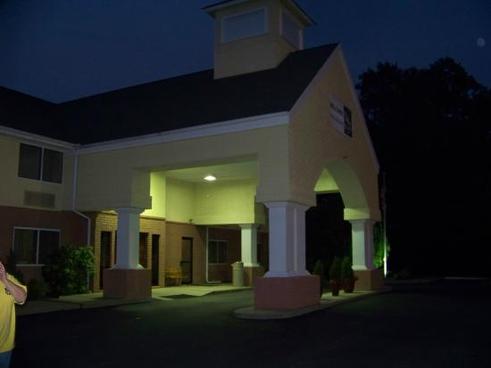 Quality Inn: Front entrance