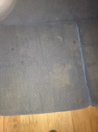 Discovery Parks - Gerroa: lounge, so dirty it was crusty