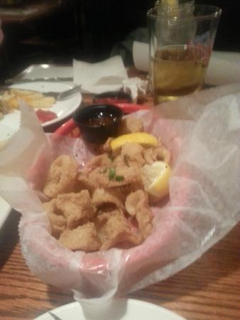 SuzyQue's BBQ & Bar : Fried calamari appetizer