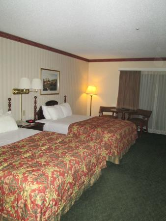 Fairbanks Inn: room