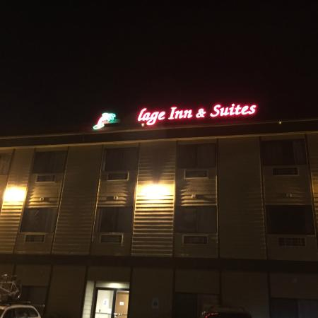 Village Inn and Suites: Welcome to Lage inn -