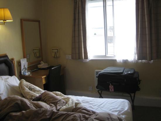 Sandringham Hotel: room