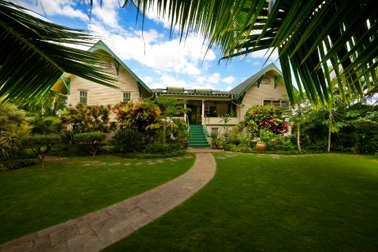 Old Wailuku Inn at Ulupono : Step into the Garden from the Verandah