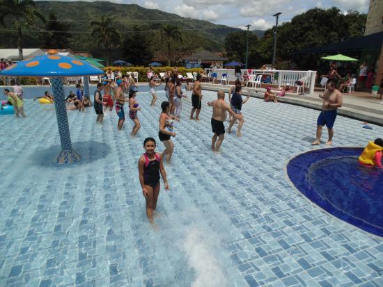 Piscina de olas comentarios del hotel antioquia tropical for Piscina de olas