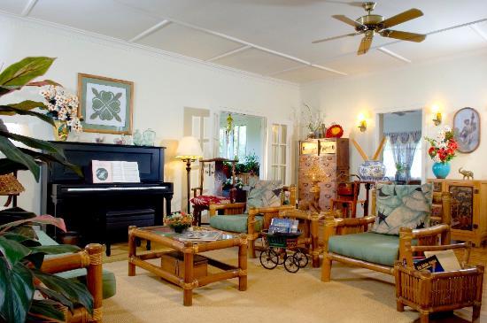 Old Wailuku Inn at Ulupono : Living Room of Old Wailuku Inn