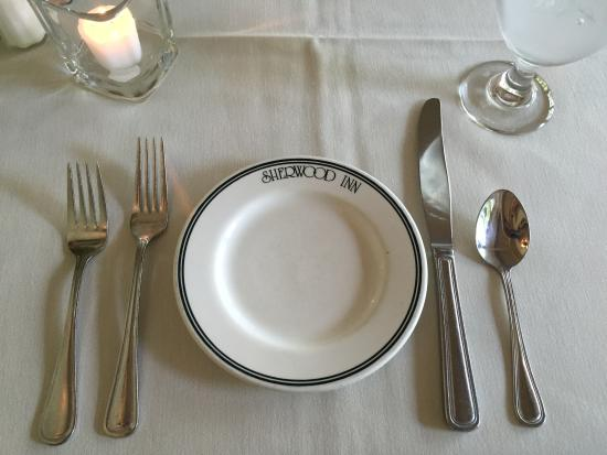 Sherwood Inn: Place setting - nice, but lots of diners wearing shorts, so don't let it frighten you away.