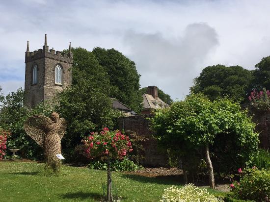 Дрогеда, Ирландия: St, Brigid's Church, Bealieu house, gardens