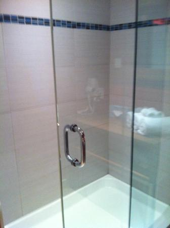 Hotel Universel Montreal : douche