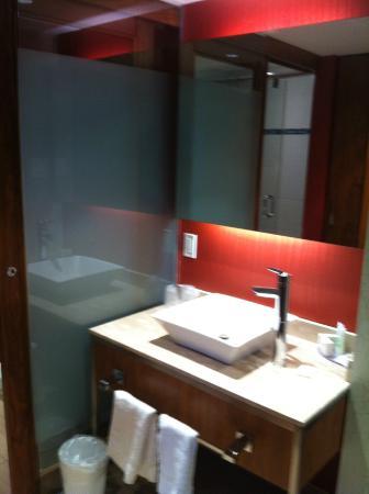 Hotel Universel Montreal: salle de bain