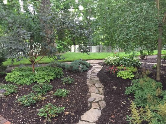 Oak Hill on Love Lane Bed & Breakfast: The garden by the front door