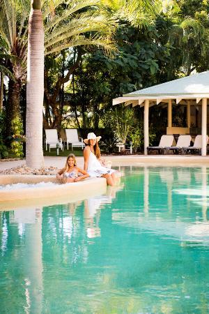 Colonial Resort: Relaxing beside the 25m pool